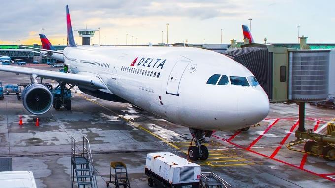 Delta retira de su flota el Boeing 777 para reducir pérdida diaria efectivo
