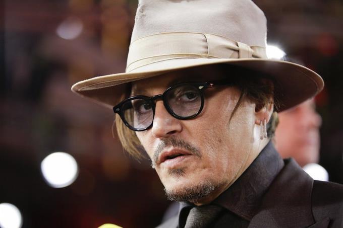 Juez dice que Johnny Depp violó orden de la corte tras revelación de mensajes sobre drogas