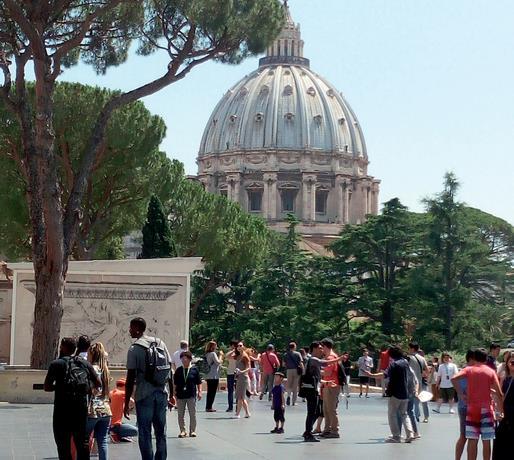 En Basílica de San Pedro ya no se puede tocar su estatua