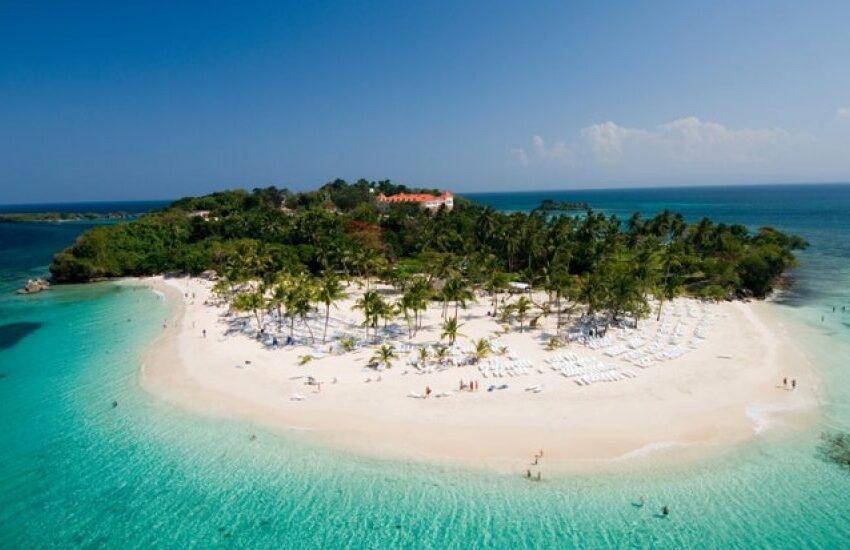 Vogue resalta belleza playas de Samaná en nuevo artículo tras polémica
