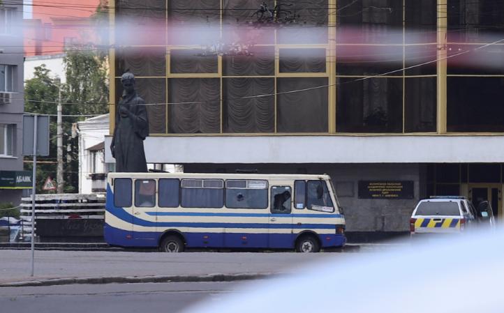 Un hombre con explosivos secuestra un autobús con unas 20 personas en Ucrania