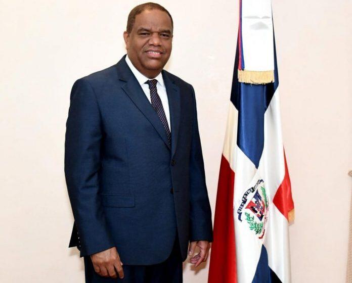 La Liga Dominicana de Fútbol honrará al ministro Danilo Díaz