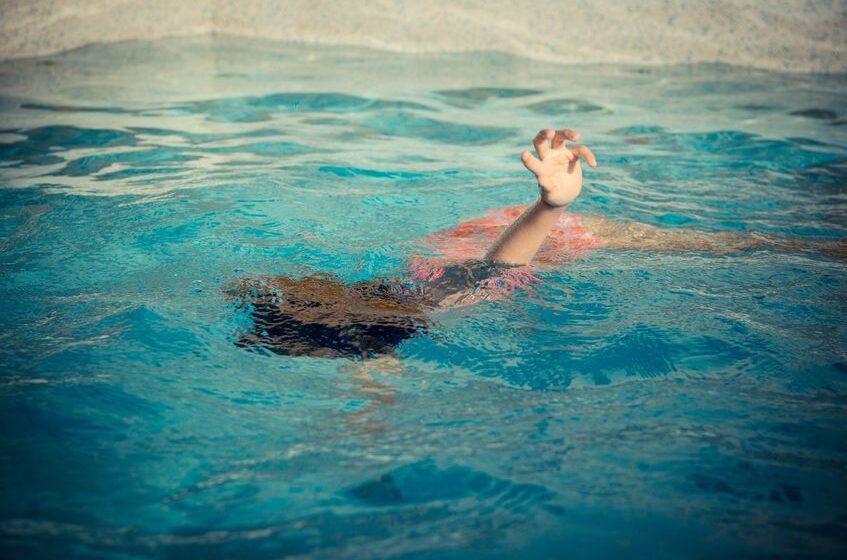 Muere ahogada niña de un año y 7 meses tras caer a una regola en San Juan