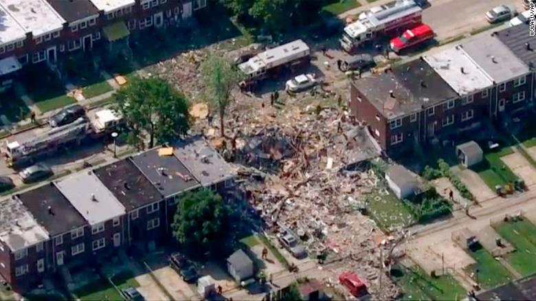 Explosión en área residencial de Baltimore deja a varias personas atrapadas