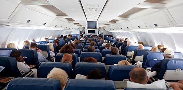 Mujer llevaba huesos de esposo en un avión