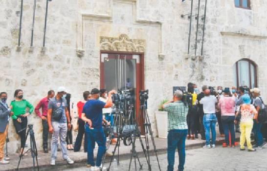 Luis Abinader, bajo presión de grupos de la sociedad civil