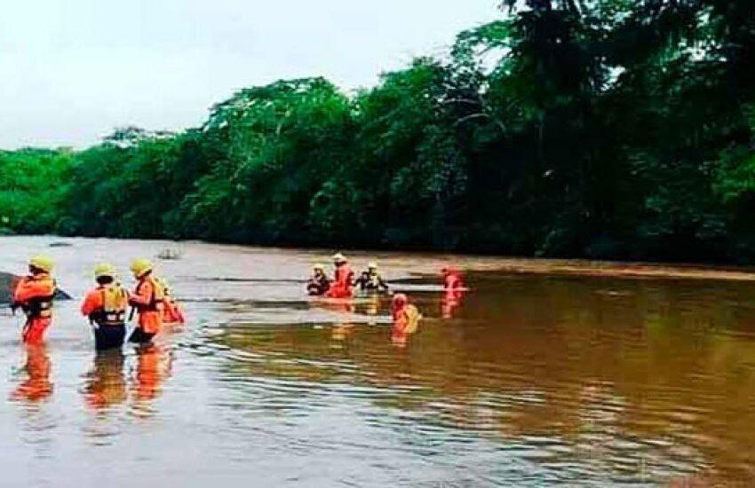 Hallan cadáveres de 10 de las 13 personas arrastradas por un río en Panamá