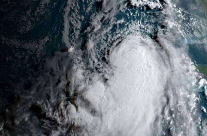 Laura azotará mañana estados Texas y Luisiana convertido en huracán