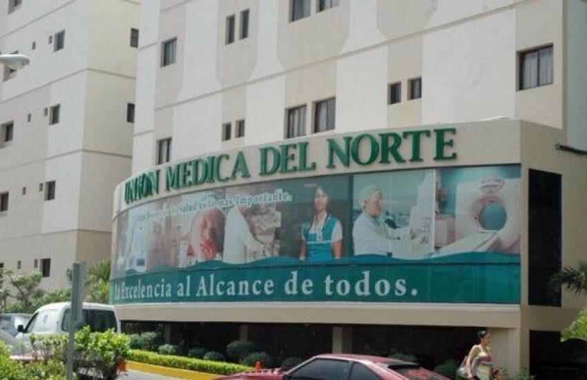Afirman al menos 70 miembros personal de salud clínica de Santiago tienen coronavirus