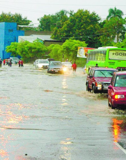 Vaguada provocará aguaceros; Onamet vigila cuatro ciclones