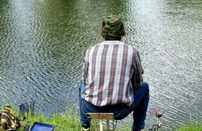 Hombre engancha cadáver en su anzuelo mientras pescaba en lago de Central Park