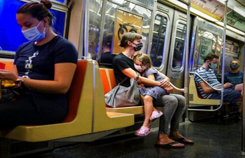 Multarán con 50 dólares en NY a quienes no usen mascarillas en trenes y autobuses