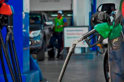 Combustibles bajan entre 20 centavos y RD$2.10 por galón