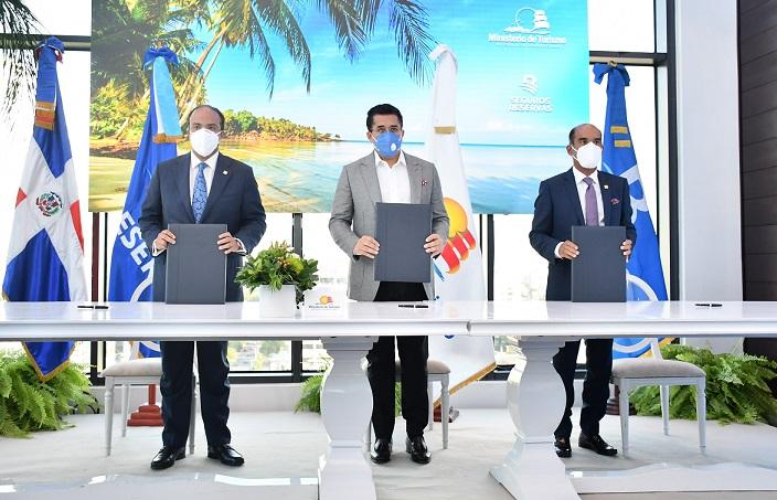 Turismo, Banreservas y Seguros Reservas con plan de seguro a turistas