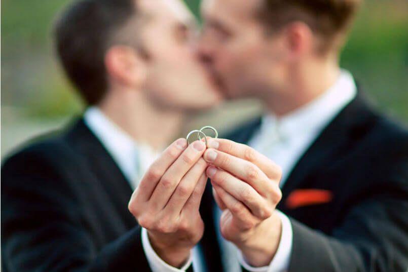 Papa Francisco aprueba uniones civiles entre personas del mismo sexo