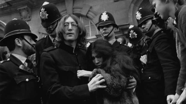 El policía que arrestó a Lennon y Yoko confiesa que hubo una red corrupta para detener rockeros en los 60