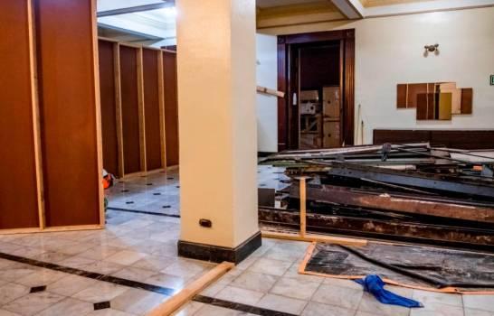 Continúa la remodelación en el Palacio Nacional; cambian el color amarillo