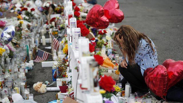 Informe del FBI alerta que la tasa de delitos de odio alcanza el nivel máximo en una década
