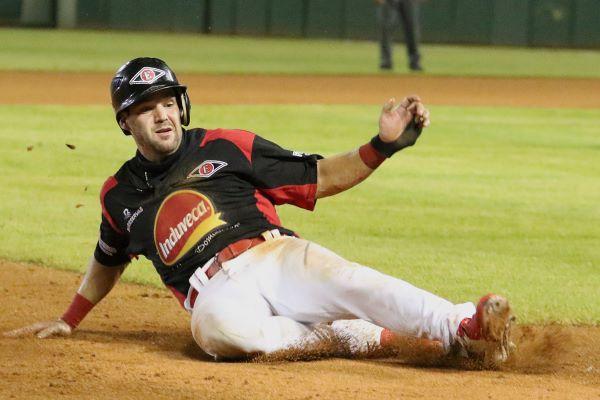 Leones y Estrellas ganan en el beisbol de RD; suspenden partido Licey-Toros