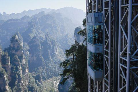 """En China está el ascensor más alto del mundo desde donde se pueden ver los paisajes de """"Avatar"""""""
