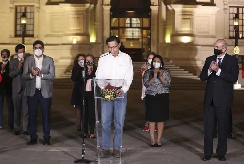 Manuel Merino jura como nuevo presidente de Perú