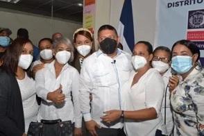 """""""A celebrar que empezamos a cancelar"""", dice director de distrito educativo en Salcedo"""