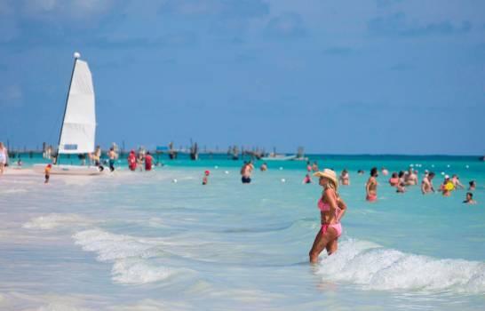 Turismo de RD continuó recuperación en octubre, reporta el Banco Central