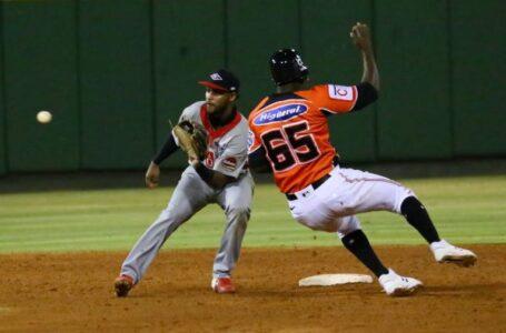 Toros vencen a los Leones y produce triple empate en la cima beisbol de RD