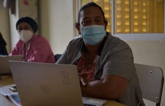Profesores vulnerables al COVID-19 inquietos porque deben ir a escuelas