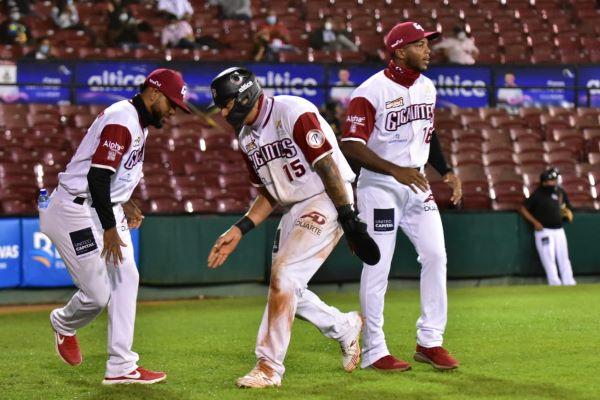 Gigantes derrotan a las Aguilas en el inicio serie final torneo beisbol de RD