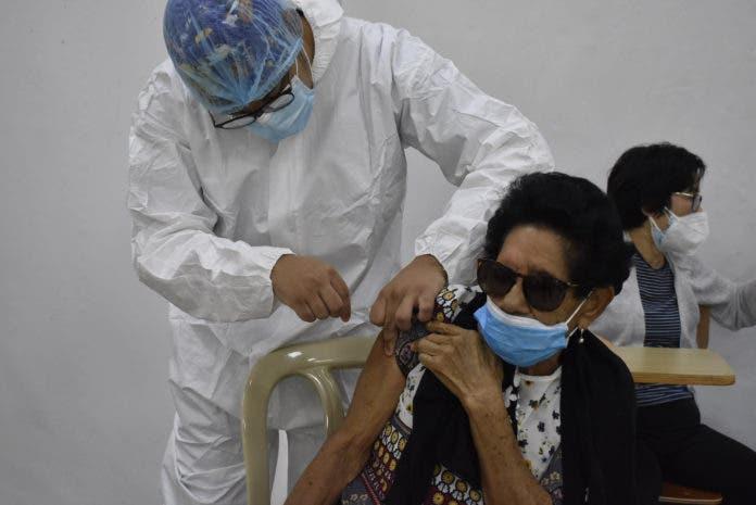 OMS: el exceso de confianza en las vacunas puede traer una nueva ola de COVID