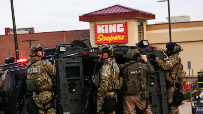 Al menos diez muertos deja tiroteo en supermercado