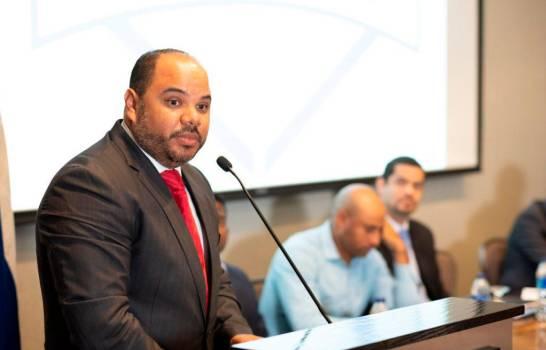 ¿Quién es Pablo Ulloa? El único de los tres aspirantes a Defensor del Pueblo no vinculado a partido político