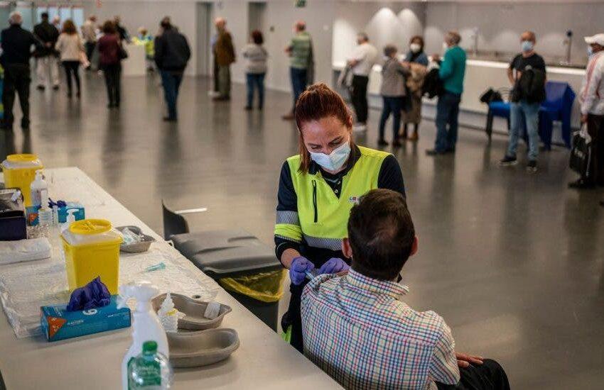 España sigue cerca del nivel de riesgo alto de covid-19 y suma 106 fallecidos