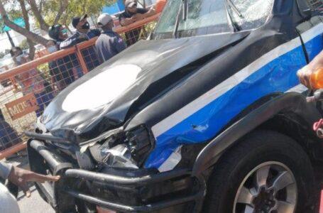 Muere motorista tras ser atropellado por un vehículo avanzada de la vicepresidenta