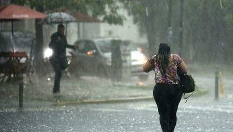 Meteorología mantiene 13 provincias en alerta por vaguada
