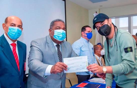 DGCP recomienda sancionar a quienes contrataron 54 artistas en diciembre por 55.6 millones de pesos