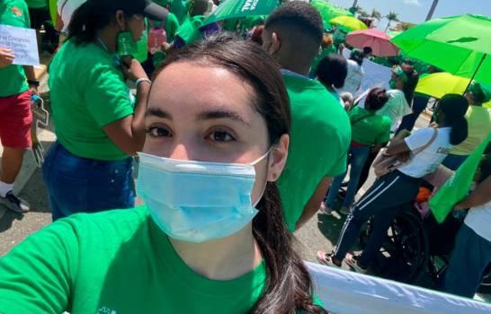 Hija del presidente Abinader acude a marcha por las tres causales