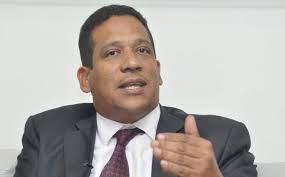 Director de Compras y Contrataciones revela mafia de proveedores del Estado