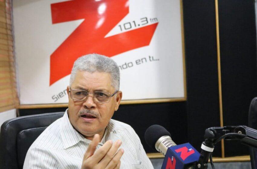 """Luis Carvajal critica """"arbitrariedad"""" de Medio Ambiente sobre planta de Seaboard en el Ozama"""