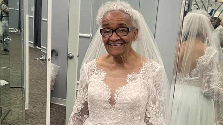 De joven no pudo usar el vestido de novia de sus sueños por el racismo; ahora a sus 94 años lo hizo