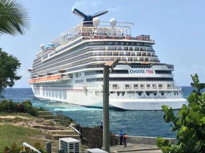 Llega a puerto de La Romana otro crucero con más de 2 mil turistas