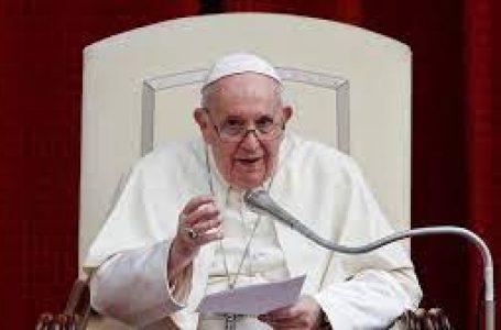 El papa alerta uso sin escrúpulos de redes sociales